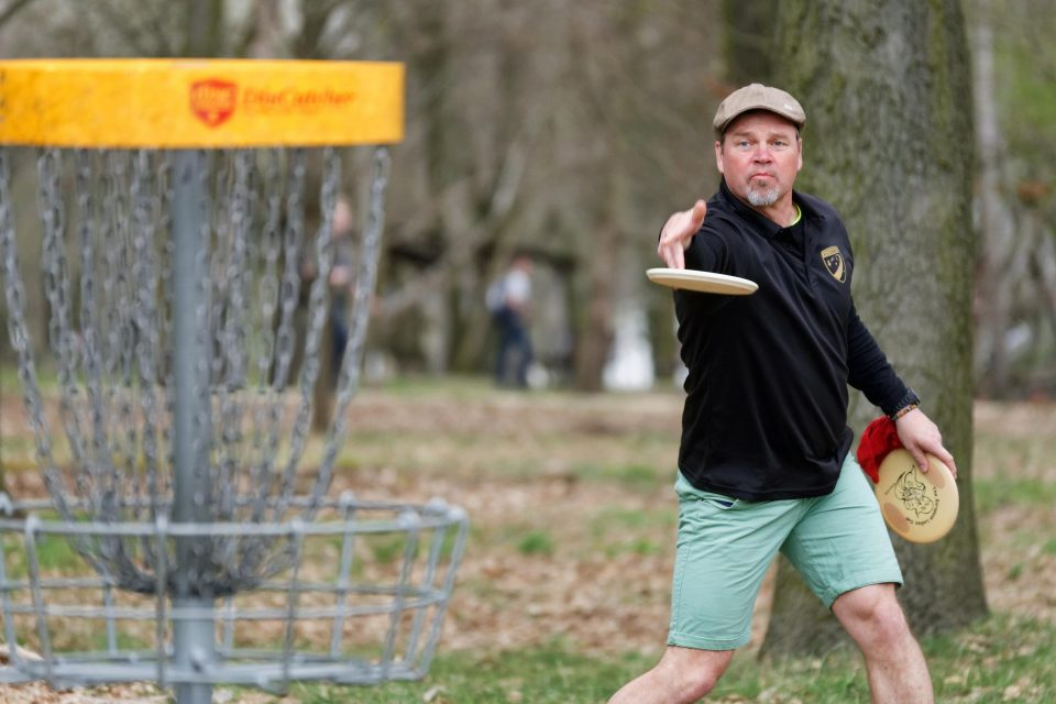 Oli is putting at Luna Cup 2015